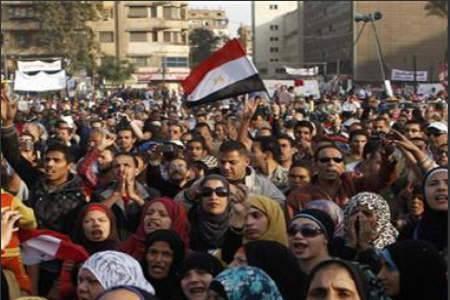هتافات في ميدان التحرير تطالب برحيل مرسي واخرى مناهضة