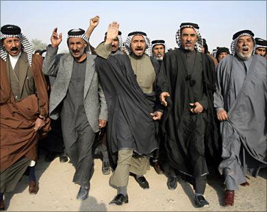 (البلطجيه العشائرية) وراء تدمير ملف الأمن والاقتصاد في العراق الجديد..! بقلم خالد القره غولي