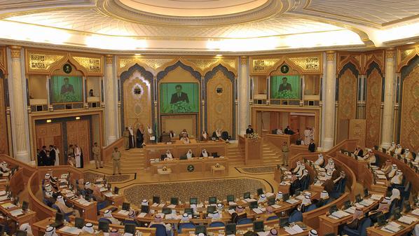 أول عضوات بمجلس الشوري السعودي يؤدين اليمين أمام الملك