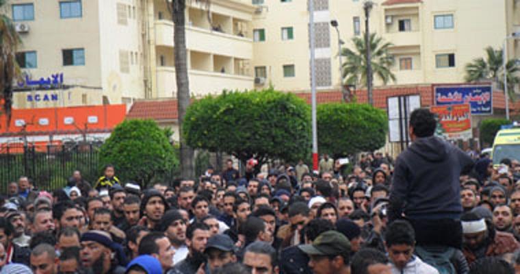 عمال المصانع في بورسعيد ينضمون الى الاحتجاجات