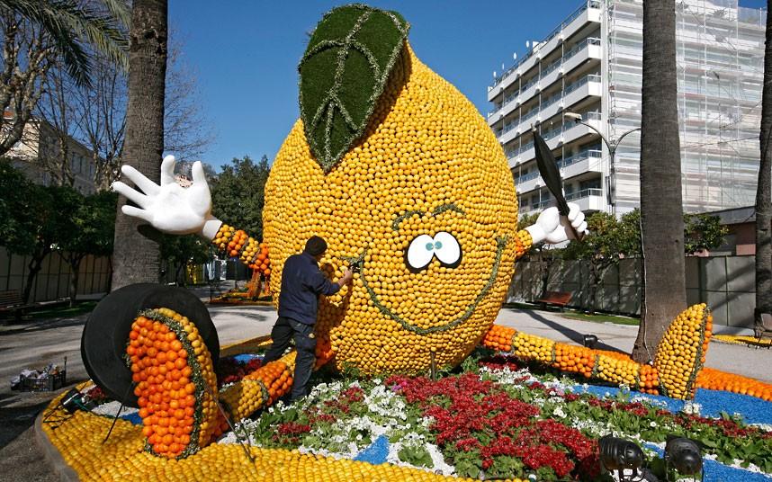 300 مجسم من البرتقال والليمون فى مدينة منتون .. بالصور