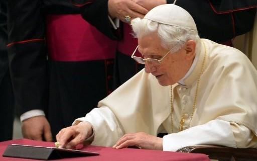 البابا بنديكتوس يستقيل