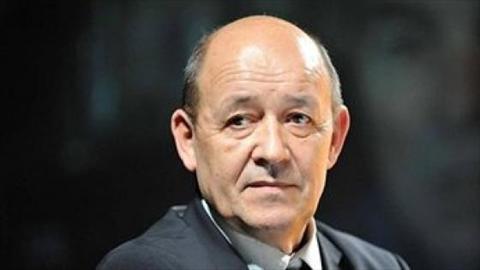 وزير الدفاع الفرنسي يدعو الى عملية انتقالية في سوريا