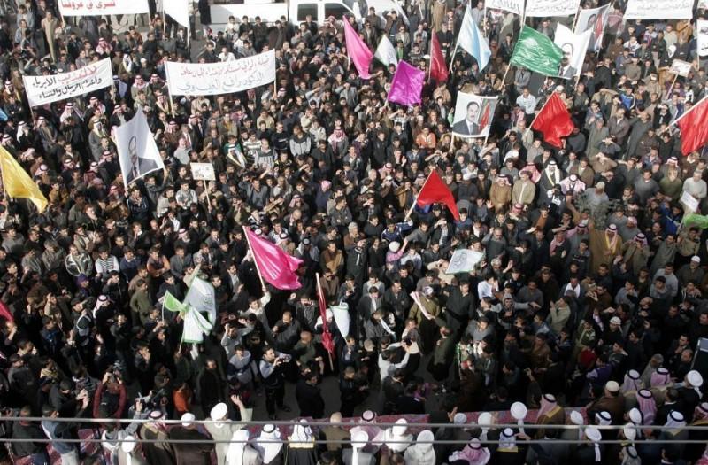 تظاهرات مليونية العراق وافاق حكومة المالكي  متابعة الدكتور احمد العامري