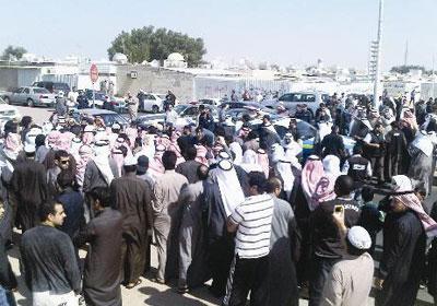 تظاهرة احتجاجاً على إغلاق الجيش الحكومي المنطقة الصناعية بالموصل