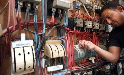 عجز الحكومة جعلها تلجأ إلى قرار مطالبة المواطنين بتقديم فاتورة الكهرباء في كل معاملة !