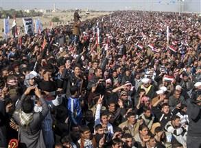 احتجاجات وغضب في ساحة اعتصام الفلوجة على رئيس الصحوة الجديد وسام الحردان