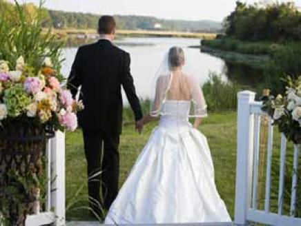 """الزواج  بين """"العزوف والخوف من المجهول """""""