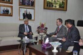 مفوضية الانتخابات تبحث مع السفارة الأمريكية آلية استقبال فرق المراقبين الدوليين