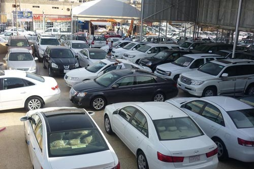 التخطيط والتجارة تضع ضوابط جديدة لاستيراد السيارات