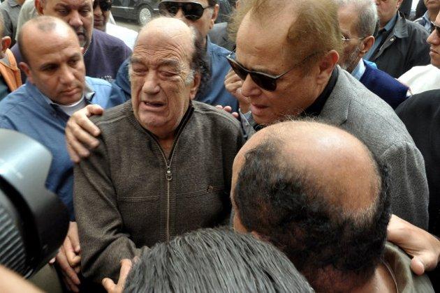 انهيار الفنان حسن حسني في جنازة ابنته وسبب وفاتها