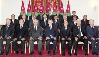 الحكومة الأردنية الجديدة برئاسة عبدالله النسور تؤدي اليمين أمام الملك عبد الله