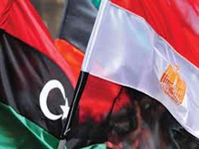 ترحيل اثنين من رجال القذافي إلى ليبيا من مصر