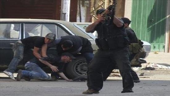 اشتباكات حادة في طرابلس بعد استقالة الحكومة