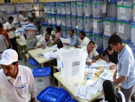 بدأ عملية انتخابات مجالس المحافظات بالاجهزة الامنية وما شابها من تزوير واغتيالات متابعة الدكتور احمد العامري