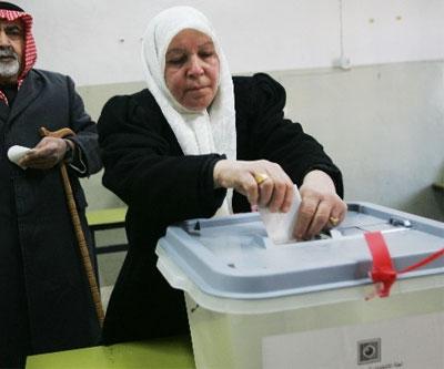 """انتخابات العراق.. بدء الفرز وائتلاف العراقية يصفها بـ """"المهزلة"""""""