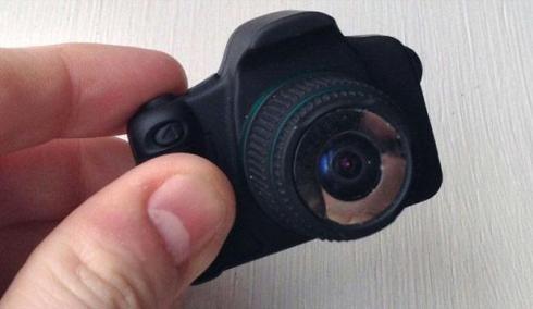 تصميم كاميرا ذات عدسة متناهية في الصغر تحتوي مواصفات وتقنيات تكنولوجية بارزة