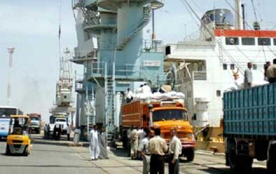 ميناء ام قصر يستقبل باخرة تجارية لصالح وزارة التجارة
