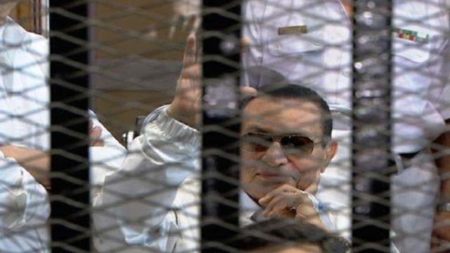 تنحي هيئة محاكمة الرئيس المصري السابق محمد حسني مبارك