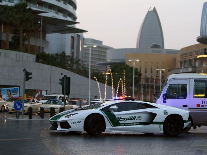 دبي تزود جهاز الشرطة بسيارات لامبرغيني الفاخرة لإبراز الجانب الجمالي والحضاري للإمارة الخليجية