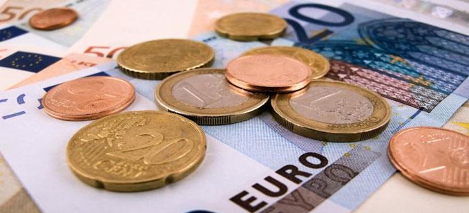 اليورو يتراجع الى ادنى مستوى في ستة اسابيع مقابل الدولار ..