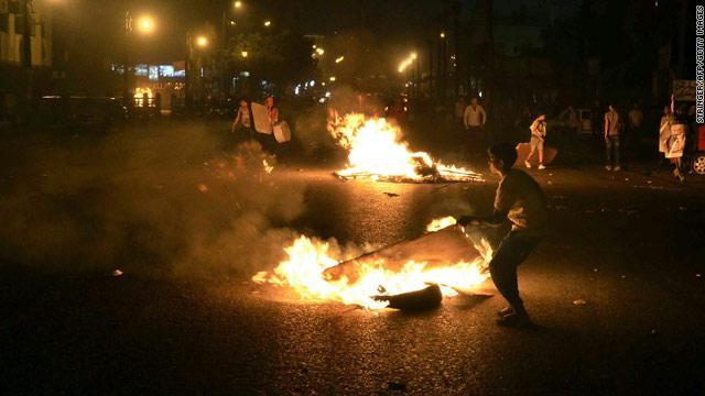 مصادمات دامية في ميدان التحرير بوسط العاصمة المصرية القاهرة