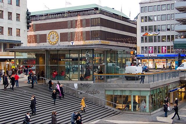 الهدوء يعود الى شوارع العاصمة السويدية