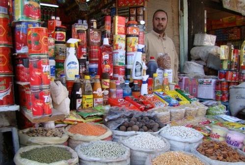 وزارة التجارة لا تمتلك خزين غذائي ستراتيجي كافي لسد النقص الحاصل في السوق مما يؤدي الى زيادة الاسعار