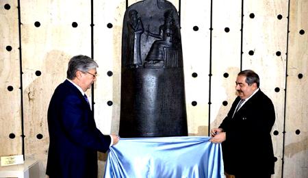 """العراق يهدي """"مسلة حمورابي"""" للامم المتحدة"""
