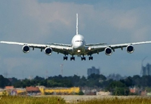 هبوط طائرة أمريكية بمطار دينفر بعد تهديد أمني لغرض التفتيش …