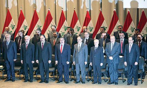 سراب الحكومة في العراق !! … بقلم شاكر الجبوري