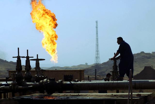 """""""النفط مقابل الدم""""، عودة الصراع الطائفي يضر بالصادرات"""