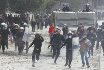 جماعة اسلامية تهدد بالعنف بعد الاطاحة بالرئيس المصري السابق مرسي