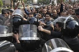 مقتل تسعة على الأقل بالقاهرة واثنين في سيناء
