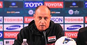 دموع المدرب القدير حكيم شاكر تنهال بعد أن استعرض  الضغوطات والتحديات التي تواجه المنتخب والكرة العراقي