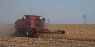 الزراعة : تخصيص (12) حاصدة سيتم توزيعها على الفلاحين في كربلاء