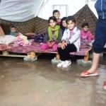 نازحون ومياه الامطار في خيمتهم
