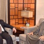 العبادي مجتمعا في دبي مع حاكم الامارة الشيخ محمد بن راشد آل مكتوم
