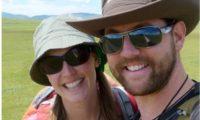 زوجان يبيعان ممتلكاتهم ليلفا العالم في رحلة إلى الأبد