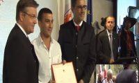 ايطاليا:وسام الاستحقاق لمهاجر مغربي لانقاذه سيدة إيطالية من الغرق