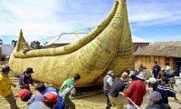 """""""رحلة تاريخية"""" لقارب من الخيزران"""