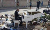 لماذا عزف هذا الفنان التونسي بين أكوام القمامة؟