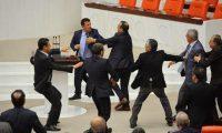 عراك بالأيدي في البرلمان التركي حول منح صلاحيات واسعة لارودغان