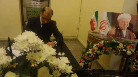 """السياسيون """"يتراكضون""""على السفارة الإيرانية للتوقيع على سجل تعزية مولاهم رفسنجاني!"""