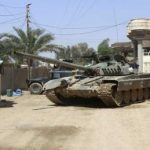 دبابات أمريكية ترافق القوات العراقية باتجاه مطار الموصل