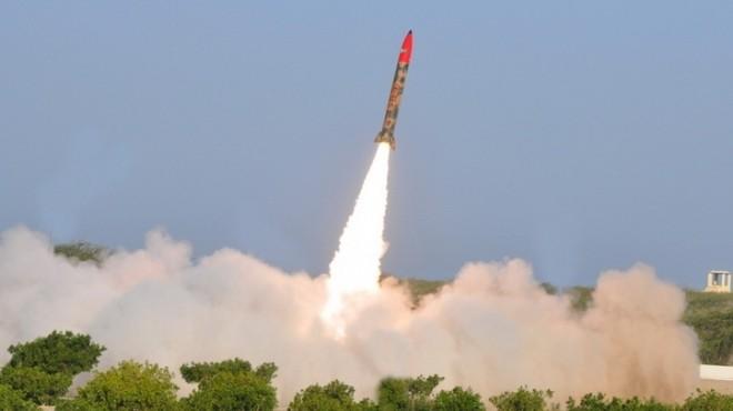 """الصناعات الحربية :إطلاق صاروخ """"اليقين"""" بمدى 15 كلم"""