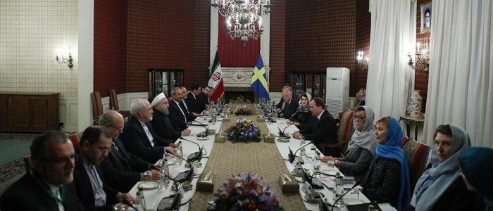 """مسخرة النظام الإيراني..روحاني يستقبل وفدا سويديا """"نسائيا"""" بوفد """"كله رجال"""""""