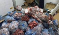 في العراق فقط..اللحوم الفاسدة من النفايات إلى الأسواق!!