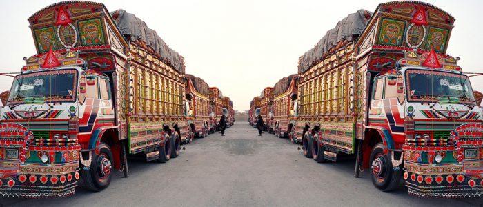 الشاحنات الباكستانية.. لوحات متحركة