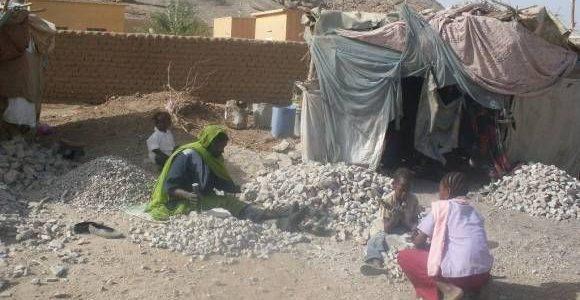 """تعرف إلى """"نساء الحجارة"""" في السودان"""